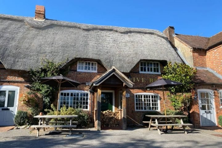 Five Bells Wickham EXT WEST BERKSHIRE THATCHED PUB